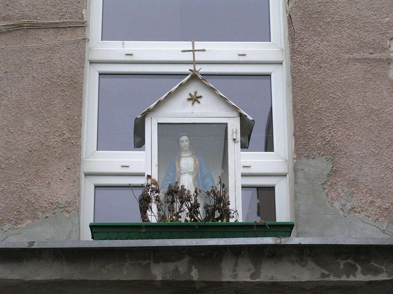 Kapliczka przy ulicy Kobielskiej 59 na Grochowie