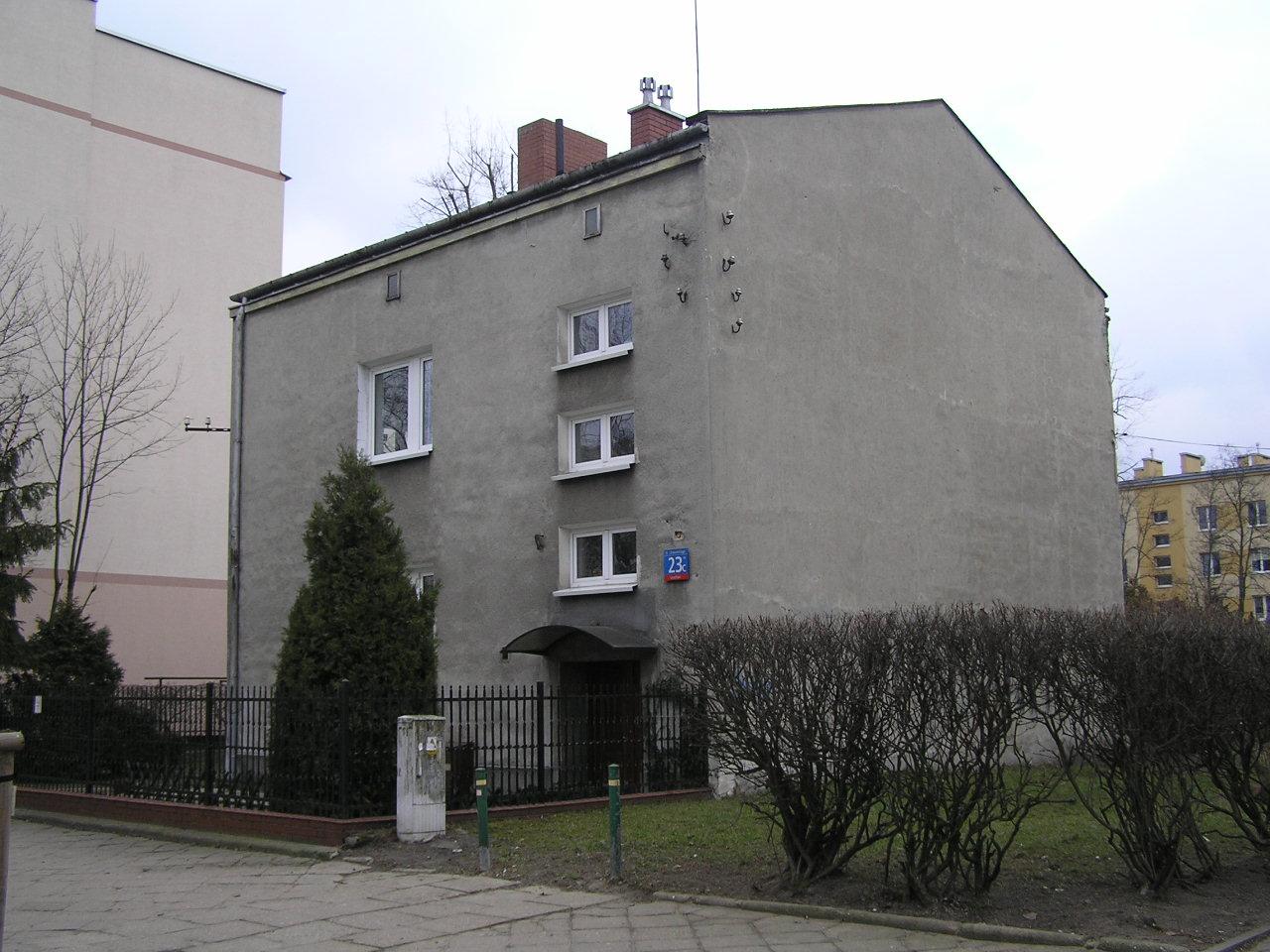 Budynek przy ulicy Dwernickiego 23C na Grochowie