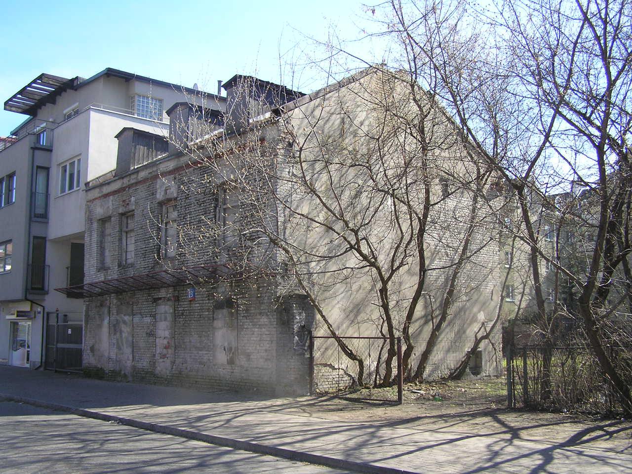Kamienica przy ulicy Paca 23 na Grochowie