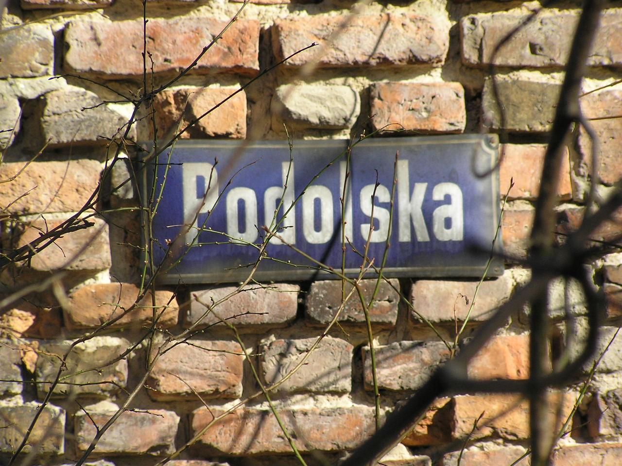 Tablica z nazwą ulicy - Podolska 20