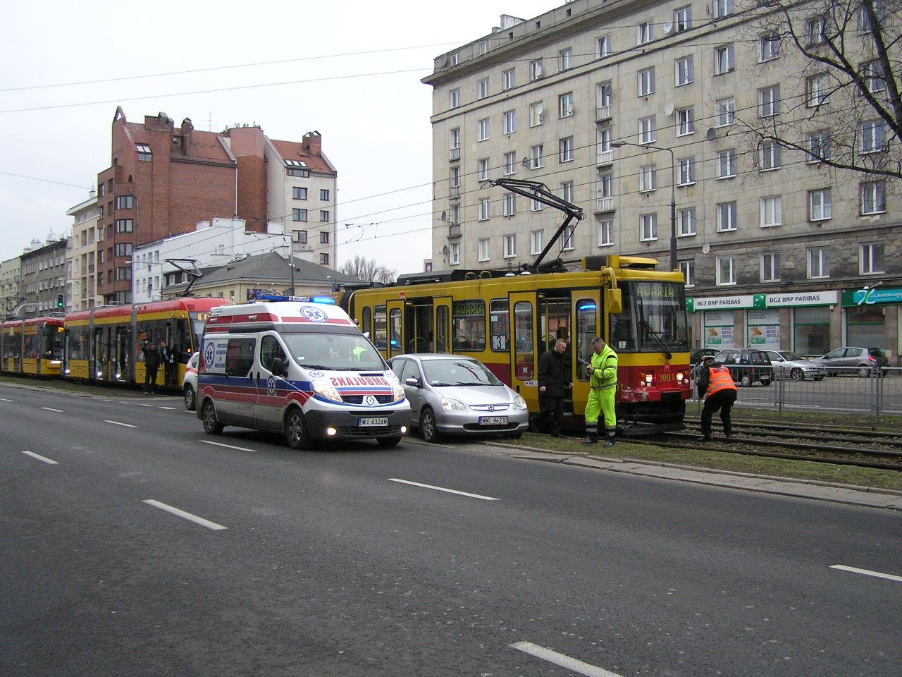Zderzenie hondy z tramwajem na Grochowskiej