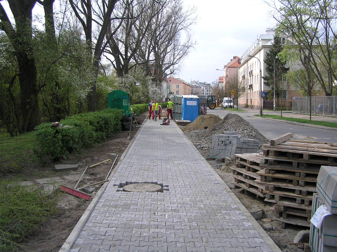Nowy chodnik przy parku