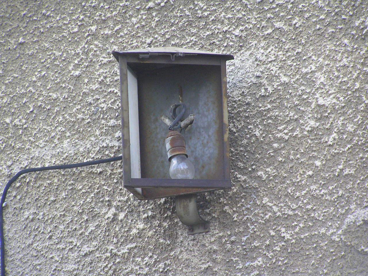 Latarenka adresowa przy ulicy Międzyborskiej 107 na Grochowie