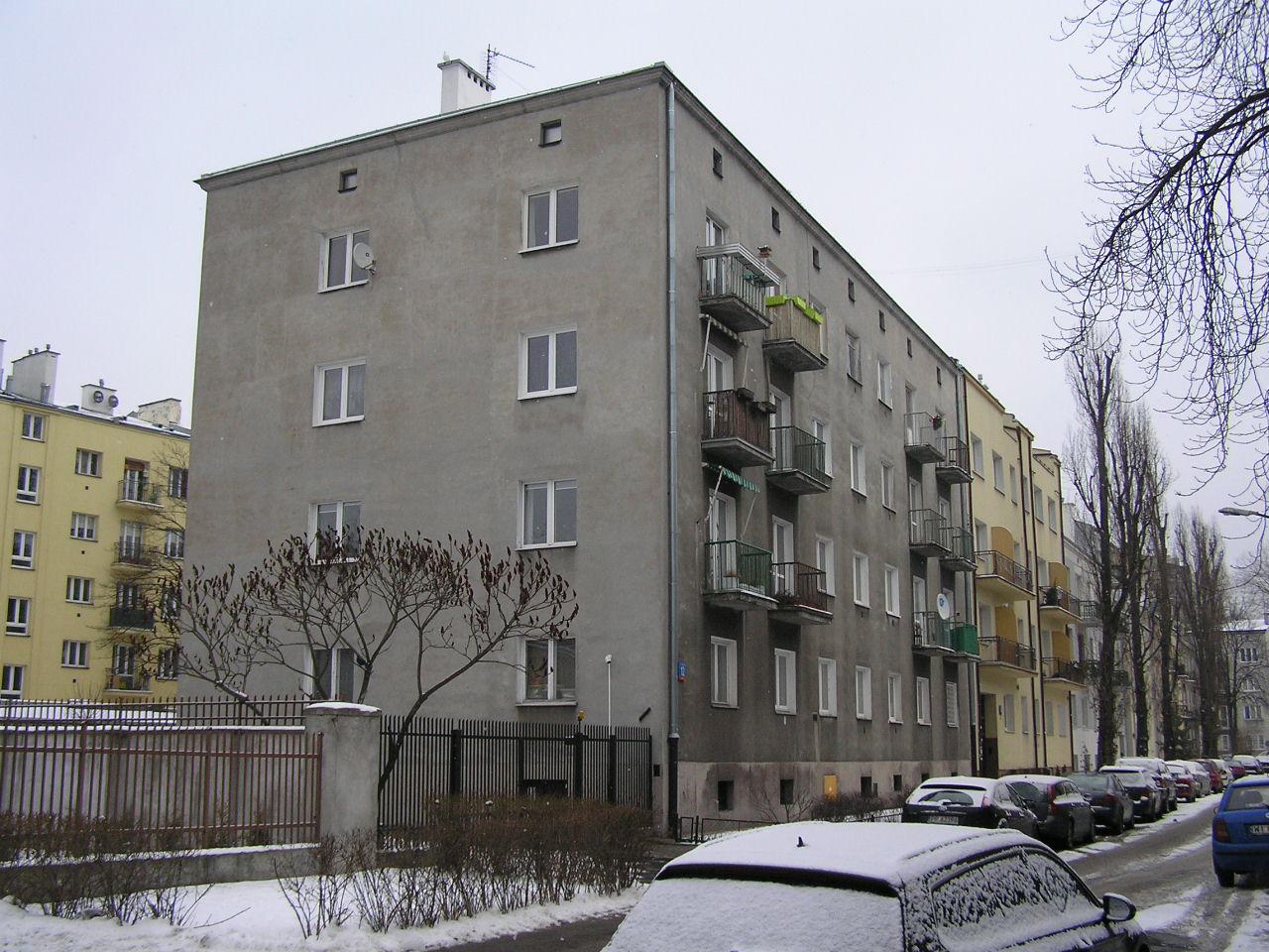 Budynek przy ulicy Dobrowoja 12 na Grochowie