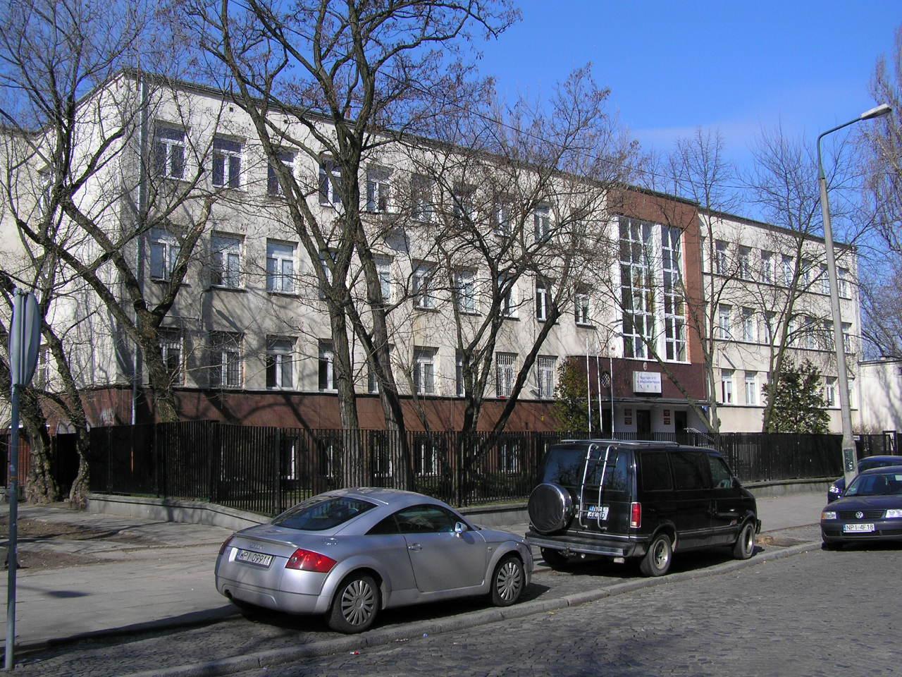 Budynek przy ulicy Siennickiej 15 na Grochowie