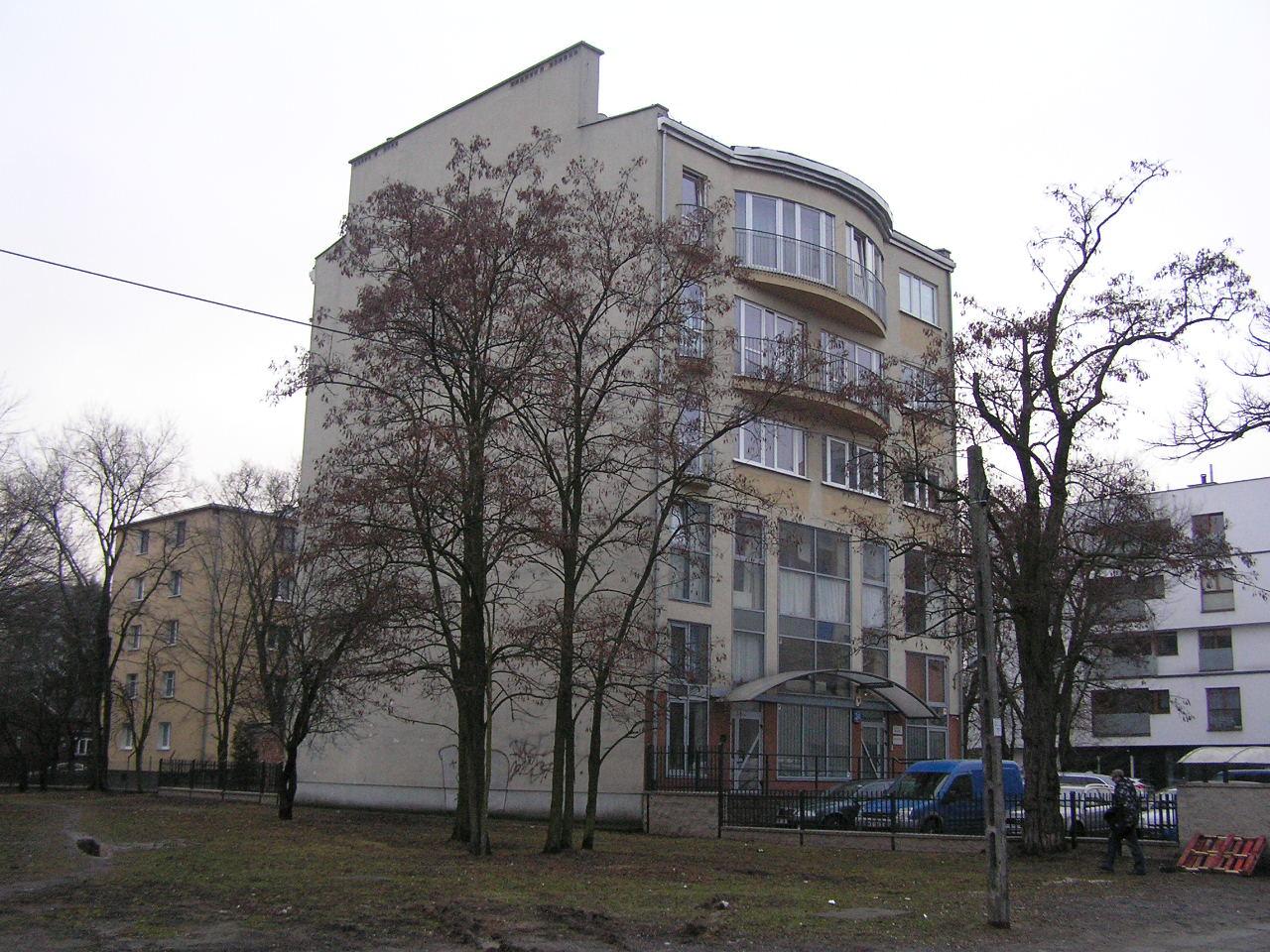 Budynek przy Krypskiej 24 na Grochowie