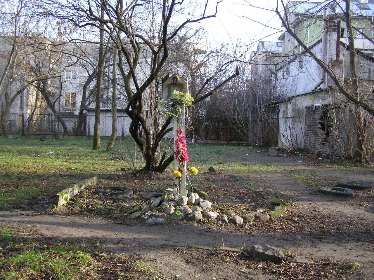 Kapliczka przy ulicy Wiatracznej 28A na Grochowie