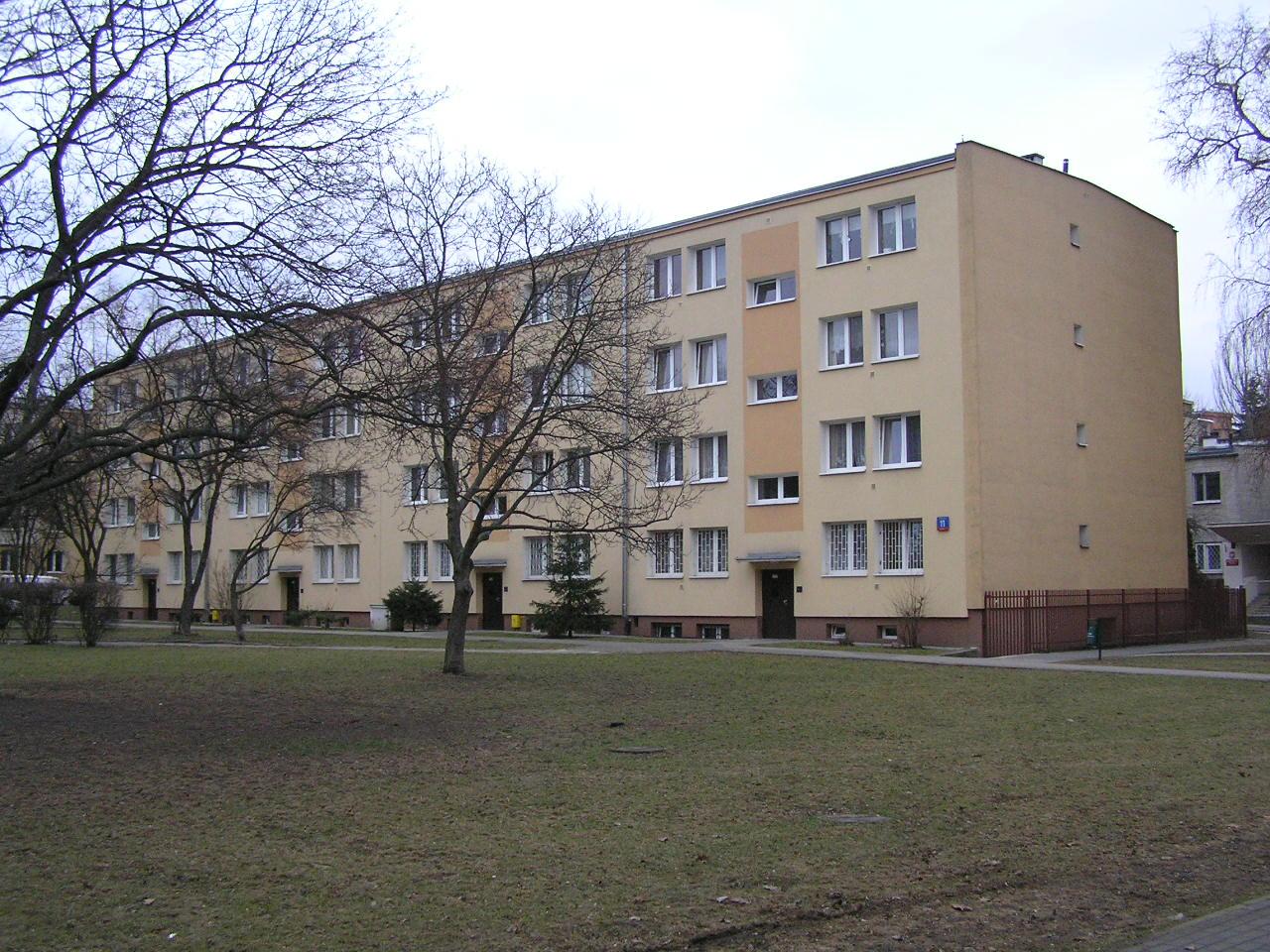 Budynek przy ulicy Rozłuckiej 11 na Grochowie