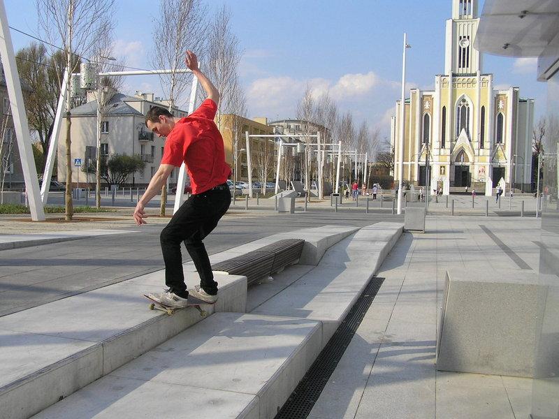 Plac Szembeka mekką deskorolkarzy