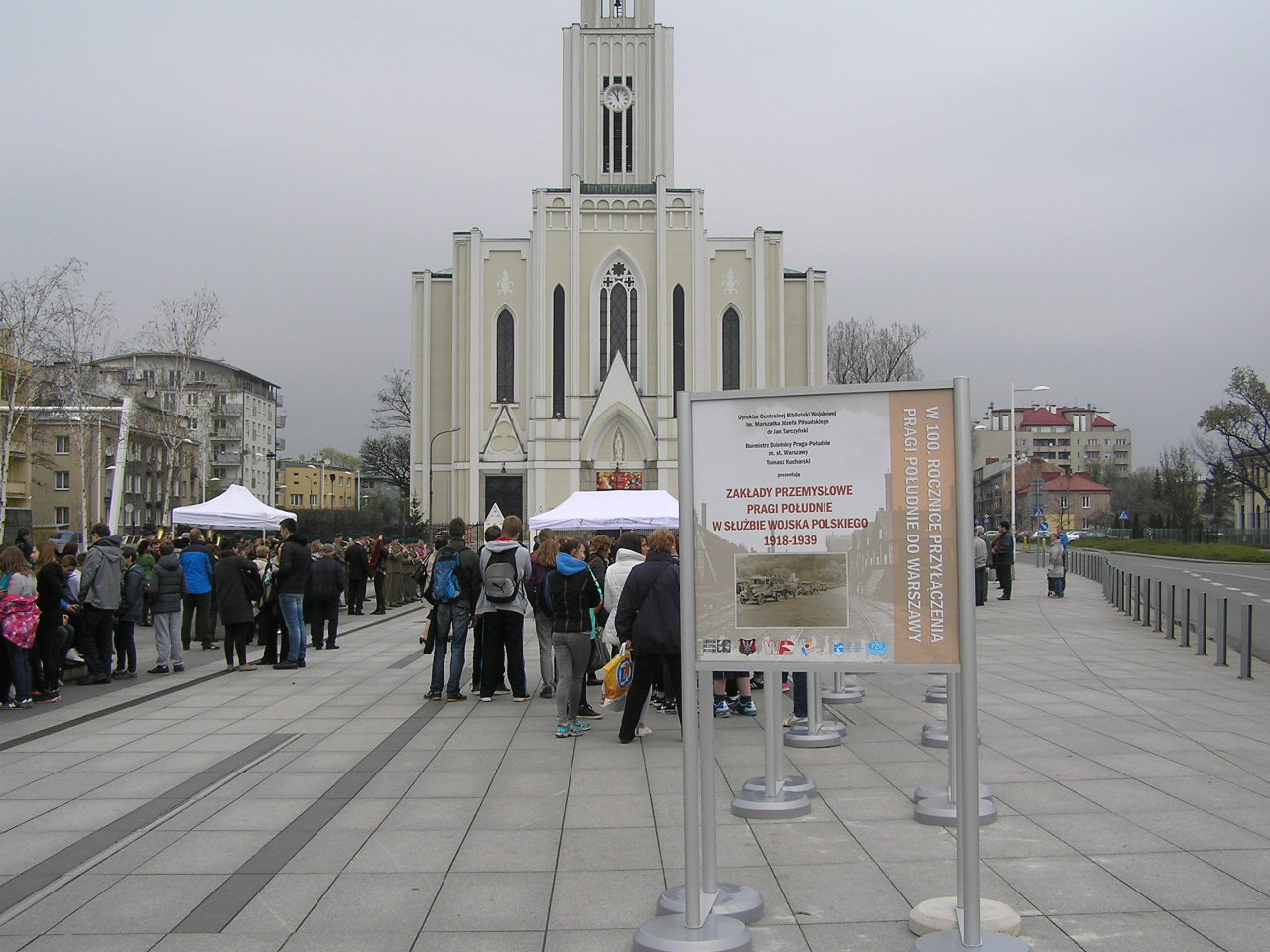 Historyczna wystawa militarna na Placu Szembeka