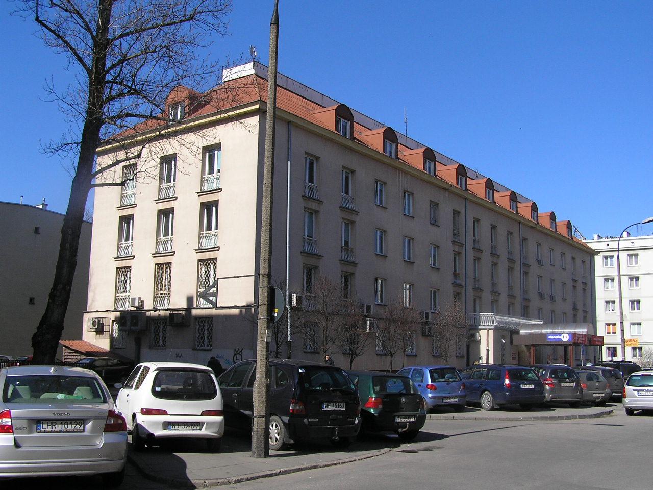 Budynek przy ulicy Mycielskiego 21 na Grochowie