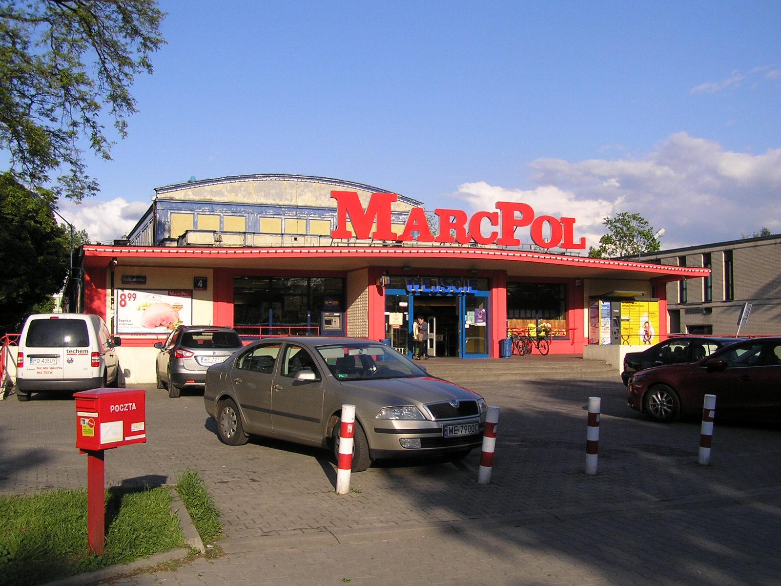 Budynek przy Podskarbińskiej 4 na Grochowie