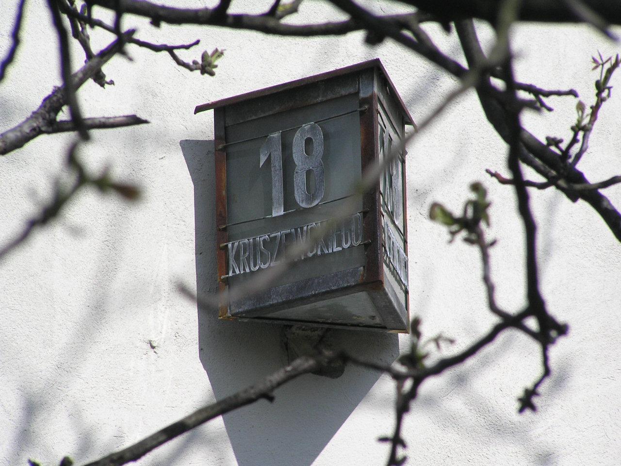 Latarenka adresowa - Kruszewskiego 18