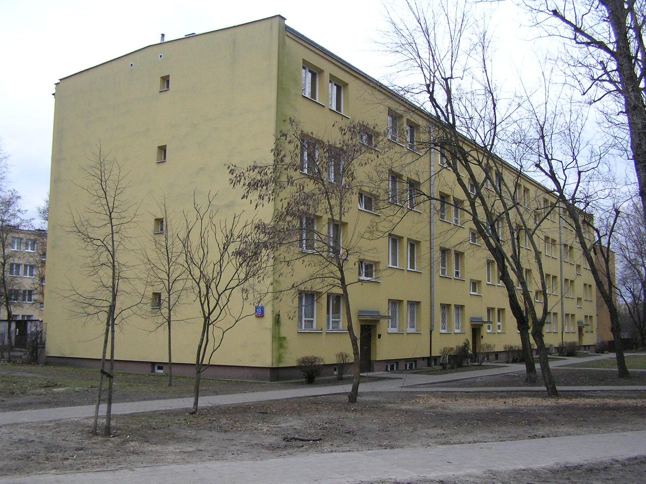 Budynek przy ulicy Rozłuckiej 13 na Grochowie