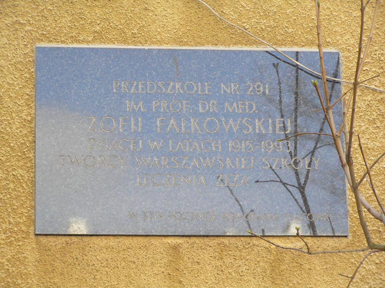 Tablica pamiątkowa na budynku przy Siennickiej 19B na Grochowie