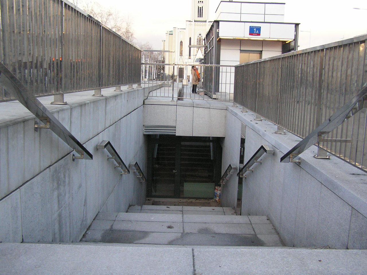 Plac Szembeka coraz droższy. Prawie 150 tys. zł na dokończenie toalety