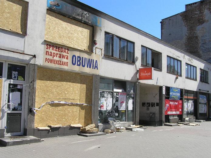 Zrujnowane pawilony przy Zamienieckiej czekają na kupca