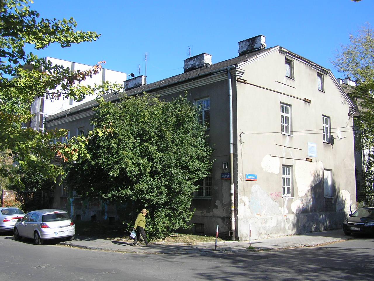 Kamienica przy ulicy Mlądzkiej 44 na Grochowie
