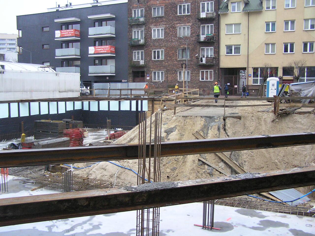 Budowa na Czapelskiej 25 utrudnia życie mieszkańcom