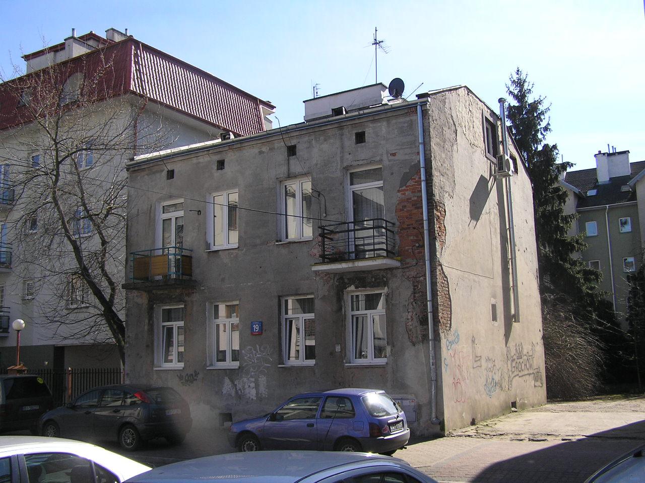 Kamienica przy ulicy Paca 19 na Grochowie