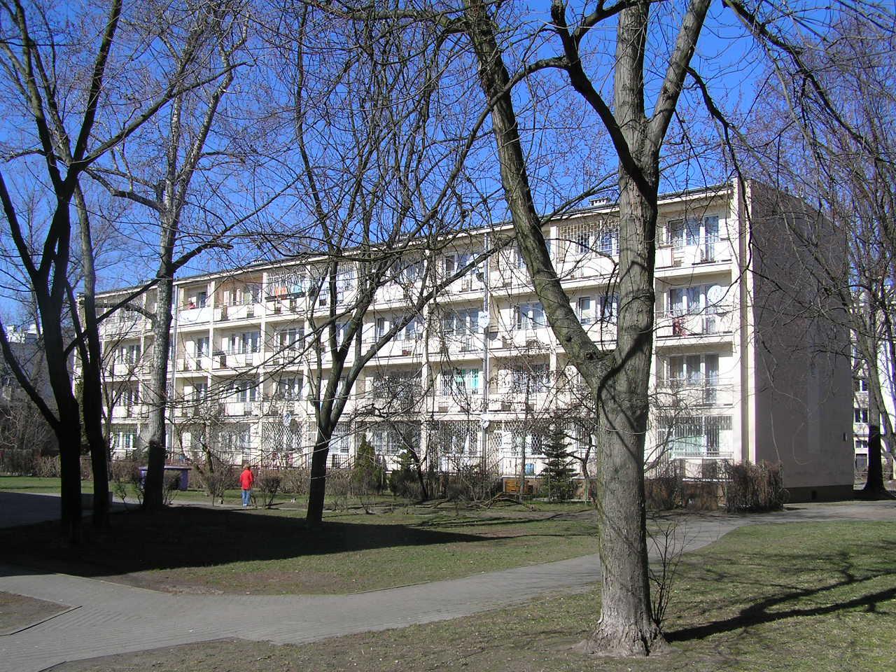 Budynek przy ulicy Ludwika Mycielskiego 21B na Grochowie
