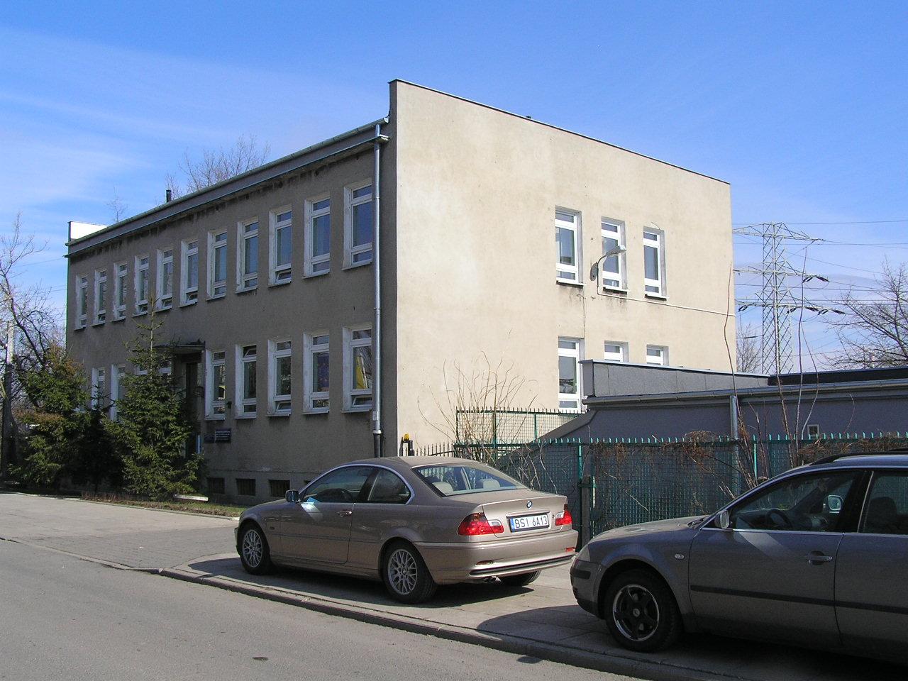 Budynek przy ulicy Siennickiej 44 na Grochowie