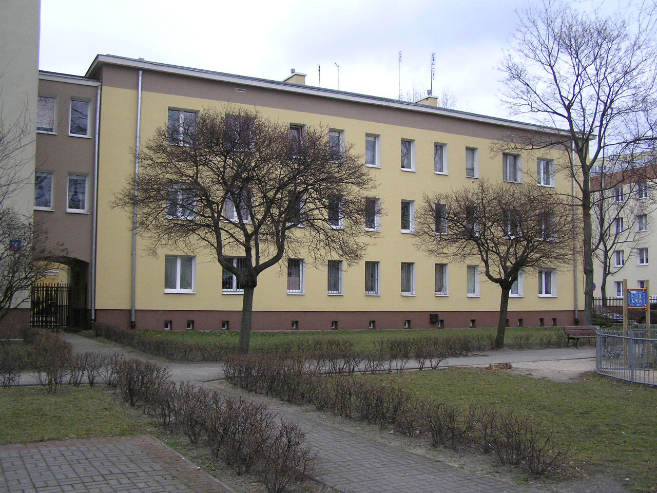 Budynek przy ulicy Rozłuckiej 12 na Grochowie