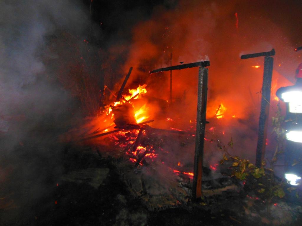 Pożar altanki, fot. mł. ogn. Łukasz Anczkiewicz