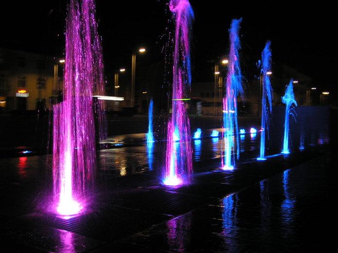 Urochomiono kolorową fontanne na Placu Szembeka