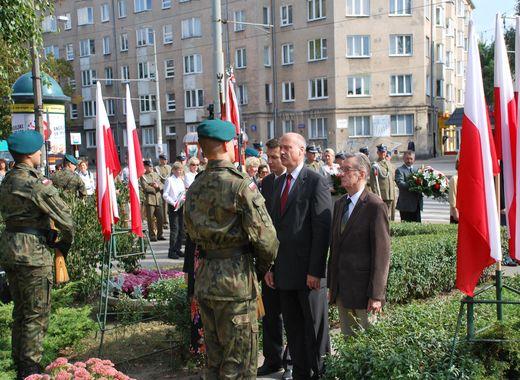 Żołnierzom 21 PP Dzieci Warszawy - spotkanie pod pomnikiem