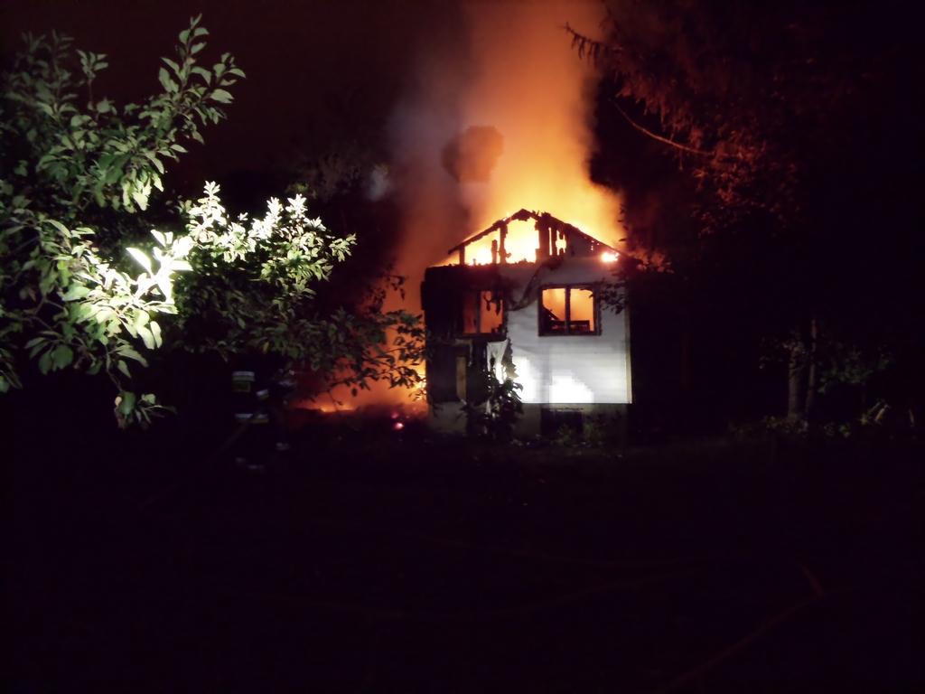Dwa pożary jednej nocy na terenie działek przy Kinowej