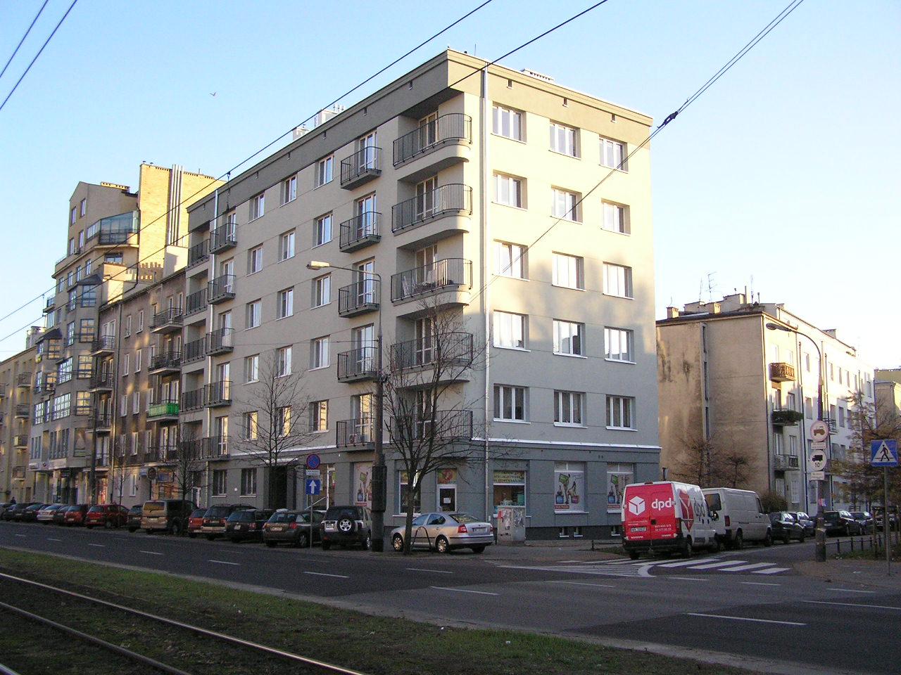 Wypiękniała kamienica przy Grochowskiej 221
