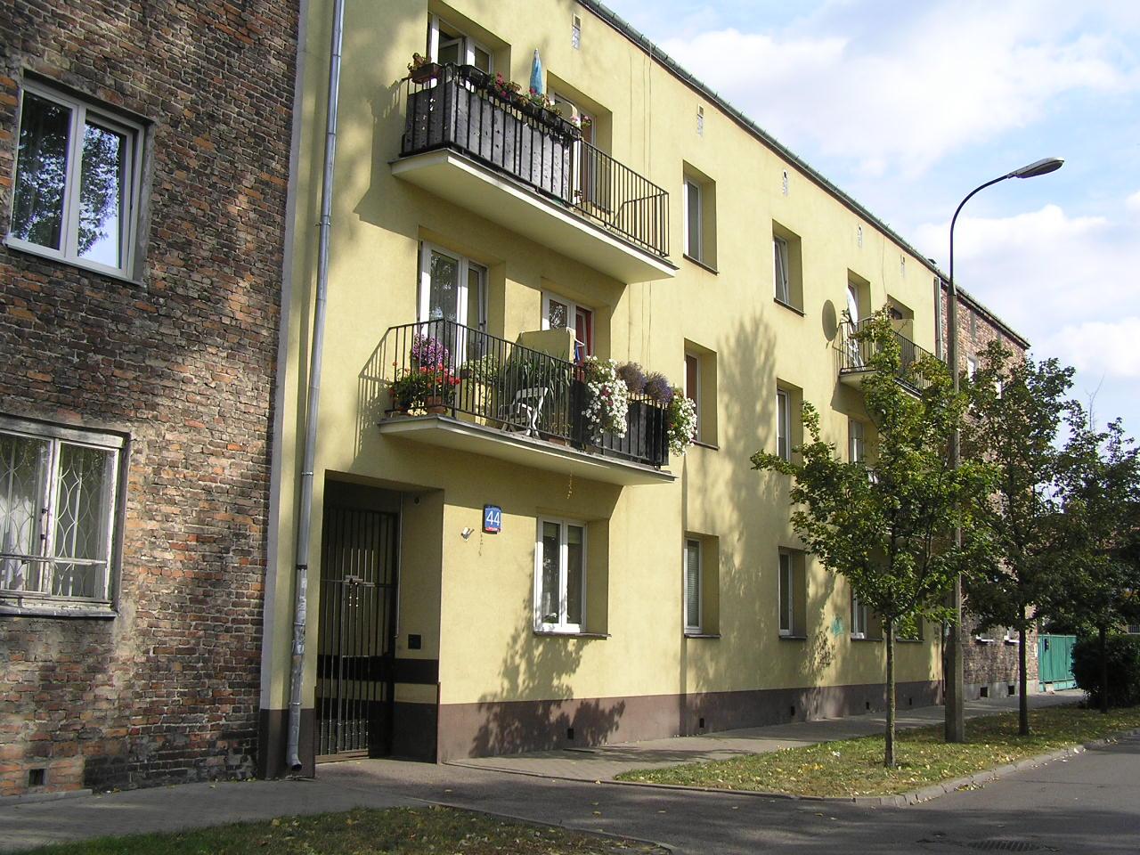 Kamienica przy ulicy Osowskiej 44 na Grochowie