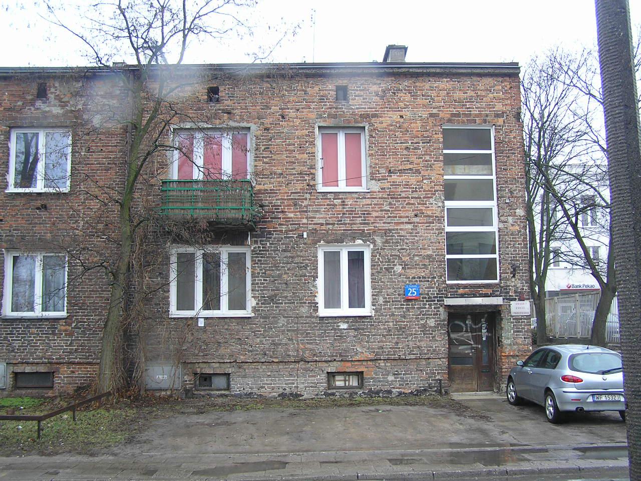 Kamienica przy ulicy Omulewskiej 25 na Grochowie