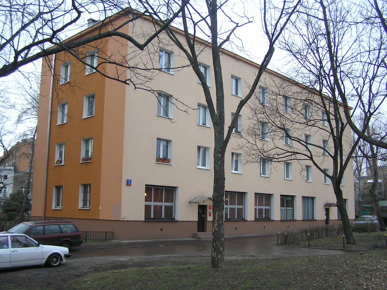 Budynek przy ulicy Walewskiej 7A na Grochowie
