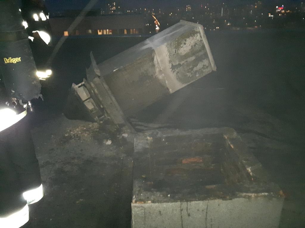 Dym na dachu  Igańskiej 26