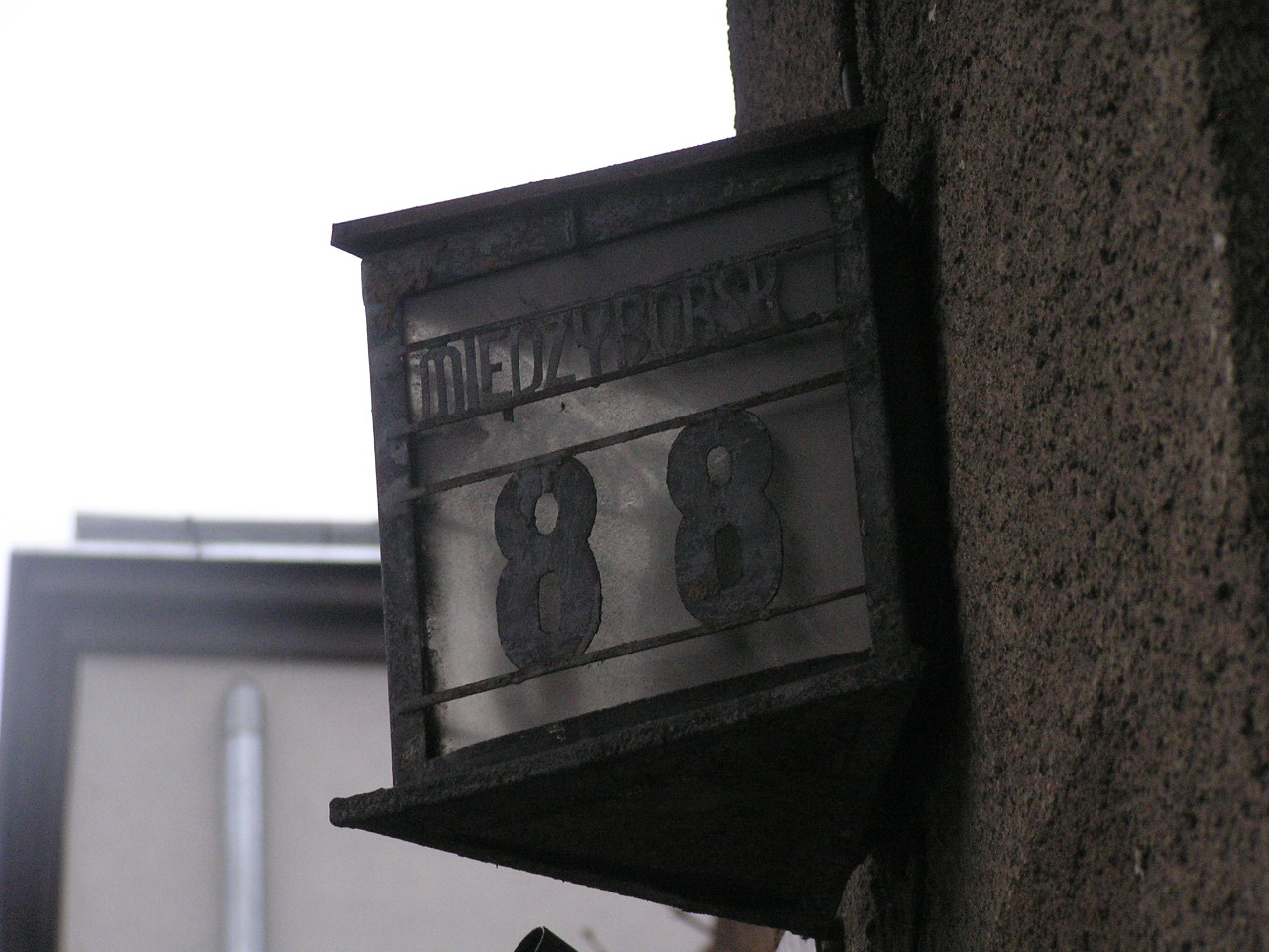 Latarenka adresowa - Międzyborska 88