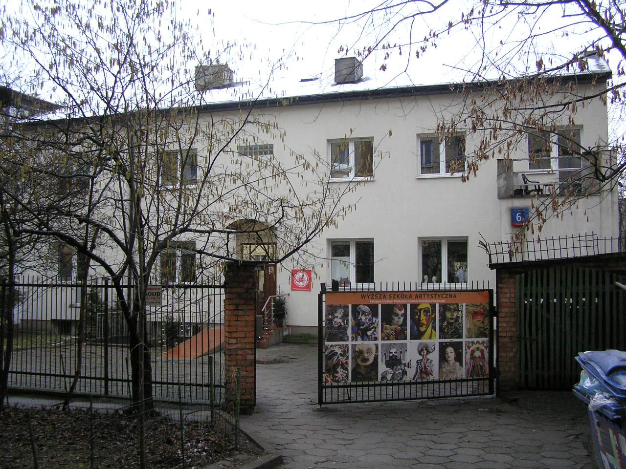 Budynek przy ulicy Siennickiej 6A na Grochowie