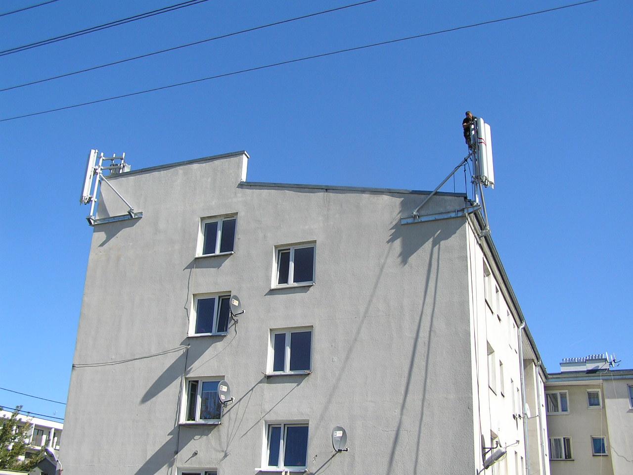 Na dachu bloku przy Wiarusów 15 zainstalowano maszty