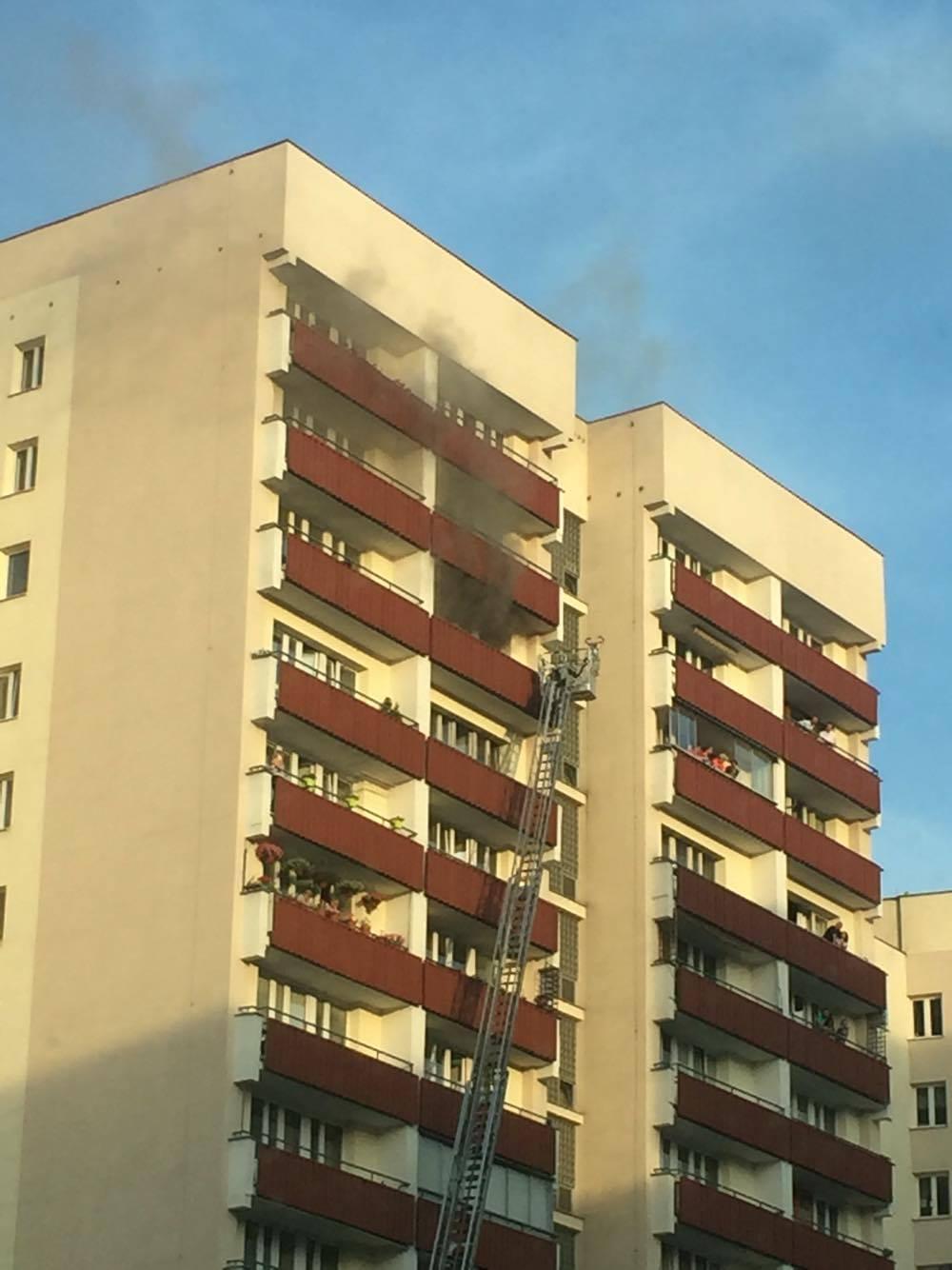 Ogień w mieszkaniu przy Kobielskiej 17