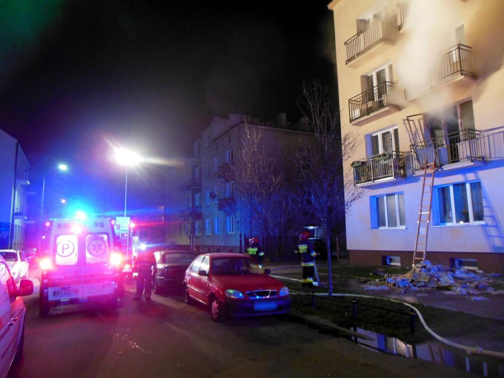 Pożar mieszkania na Grochowskiej 86. W środku butle z gazem