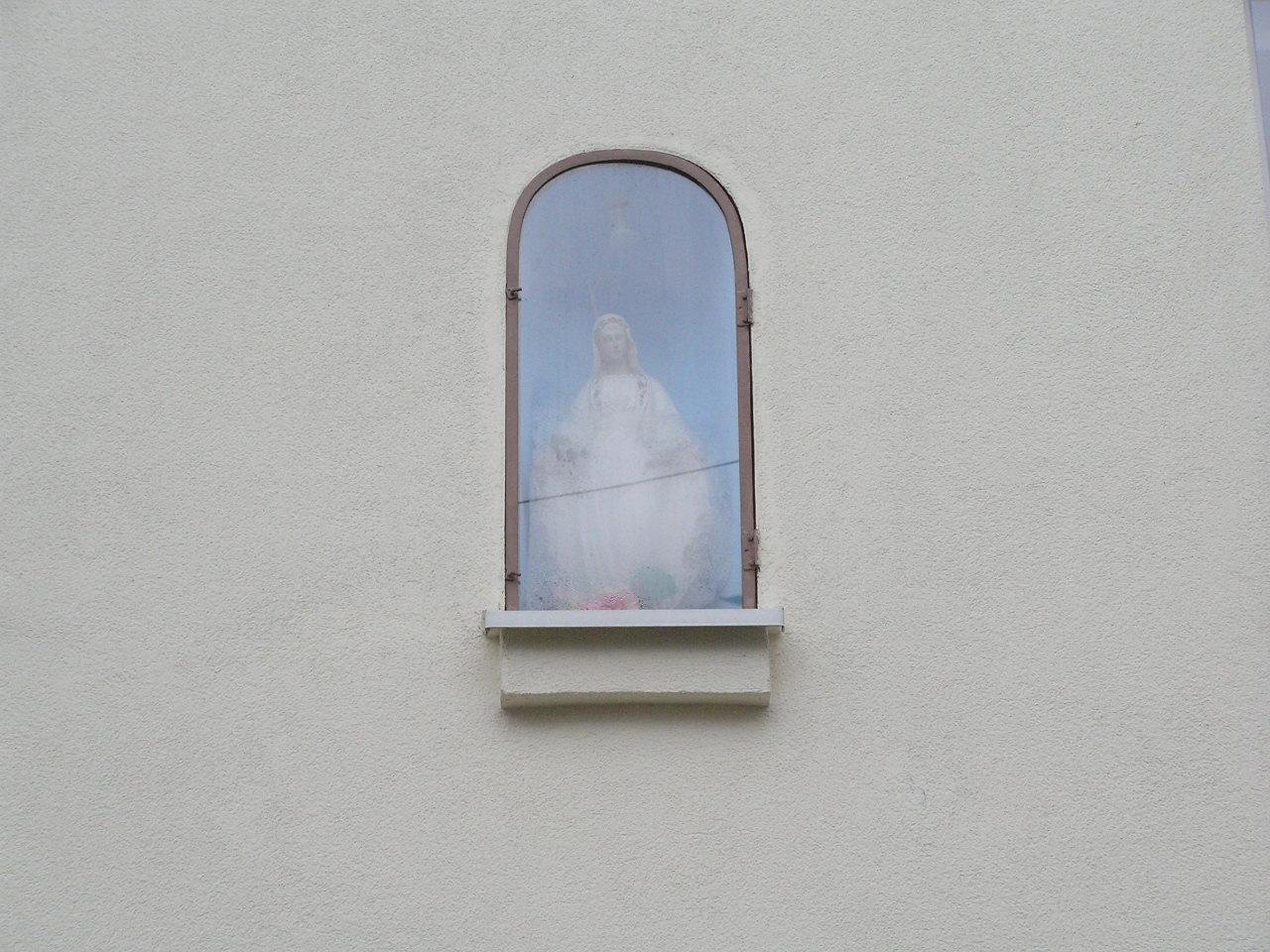 Kapliczka wnękowa przy ulicy Józefa Zaliwskiego 18 na Grochowie