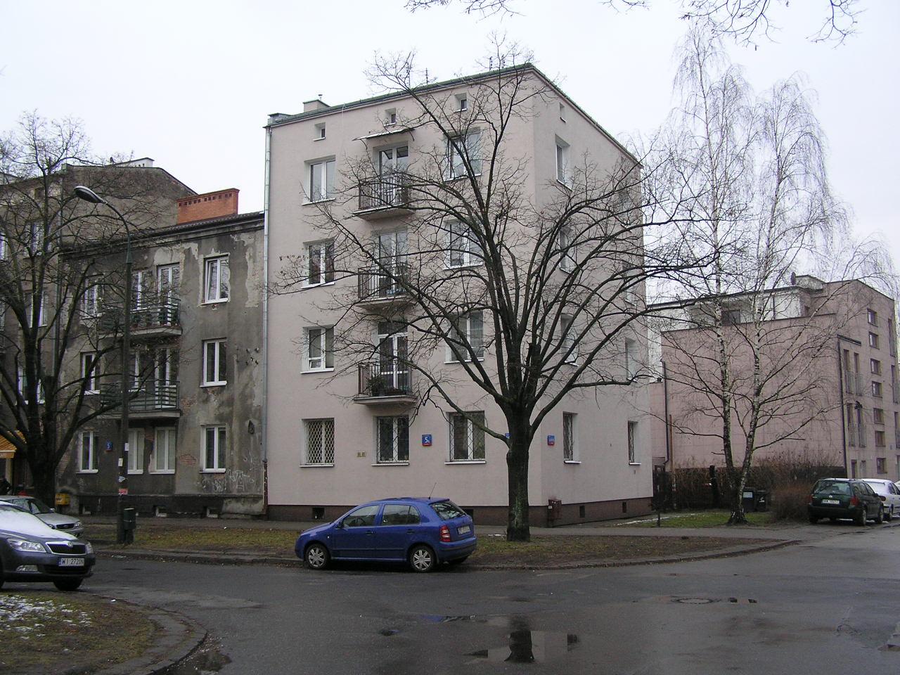 Budynek przy ulicy Siennickiej 5A na Grochowie w Warszawie