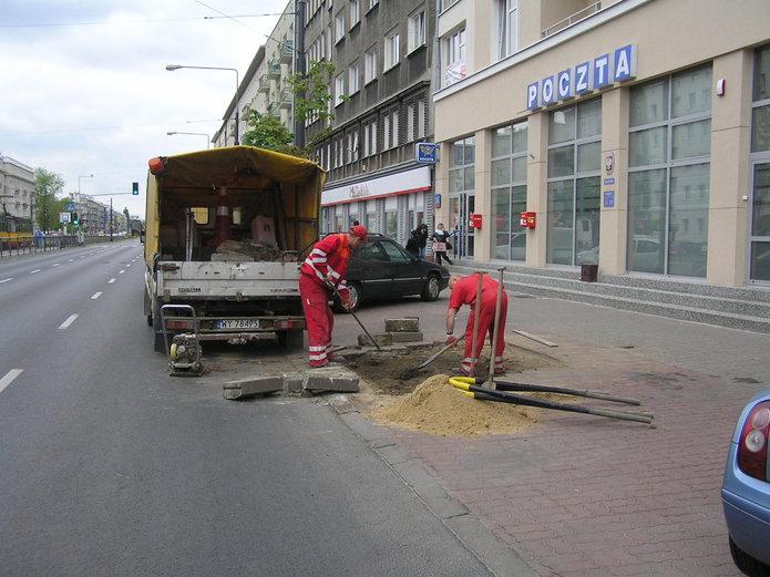 Grochowska: Zamiast drzew - miejsca postojowe