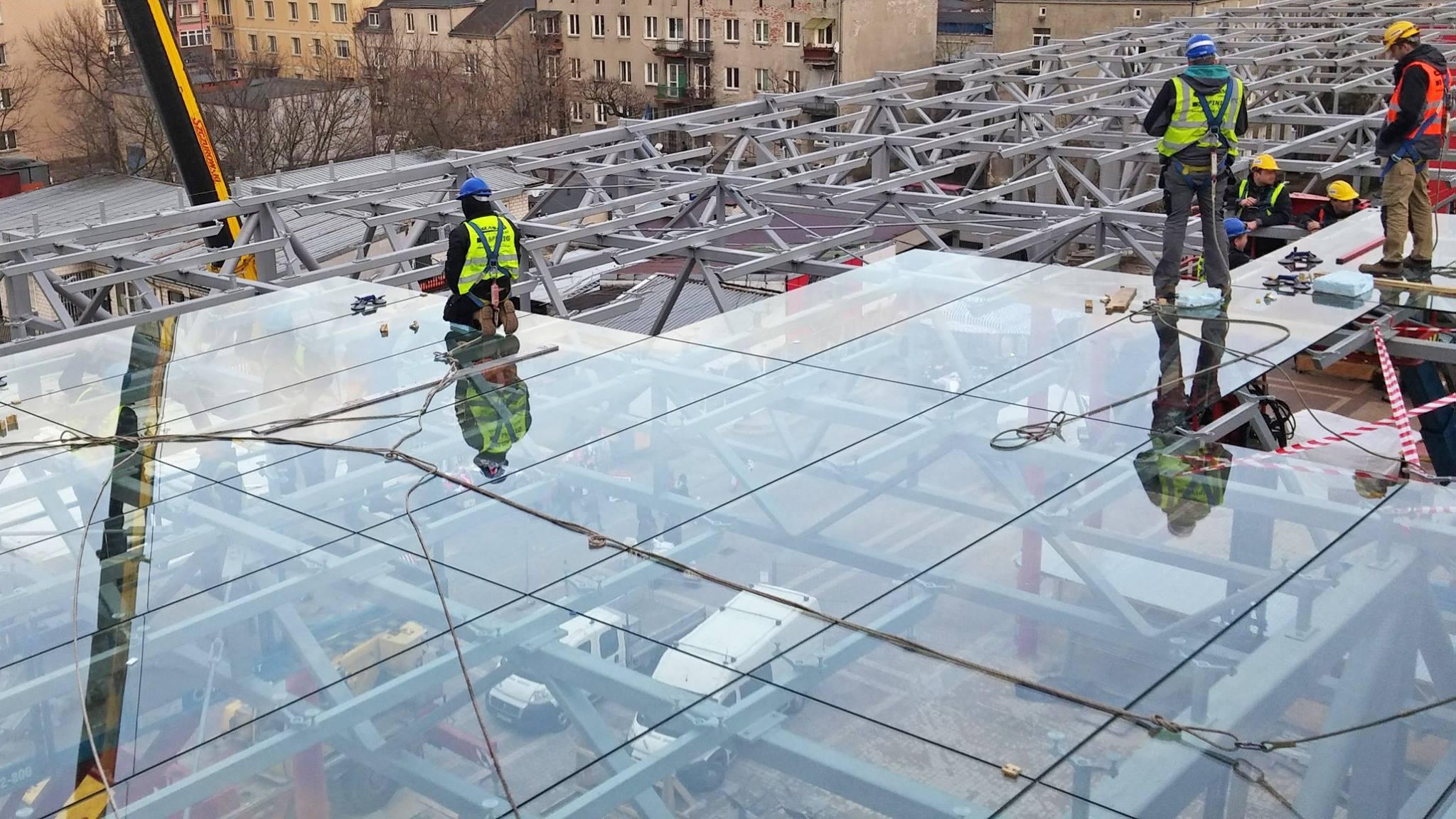 Szklany dach nad galerią i bazarkiem. Otwarcie Centrum Szembeka coraz bliżej