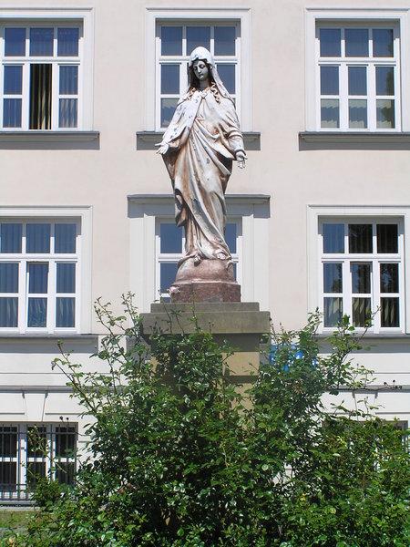 Figura Matki Boskiej - Grochowska 194/196