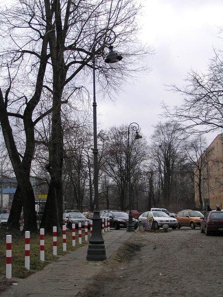 Historyczne latarnie z Podskarbińskiej zostały uratowane