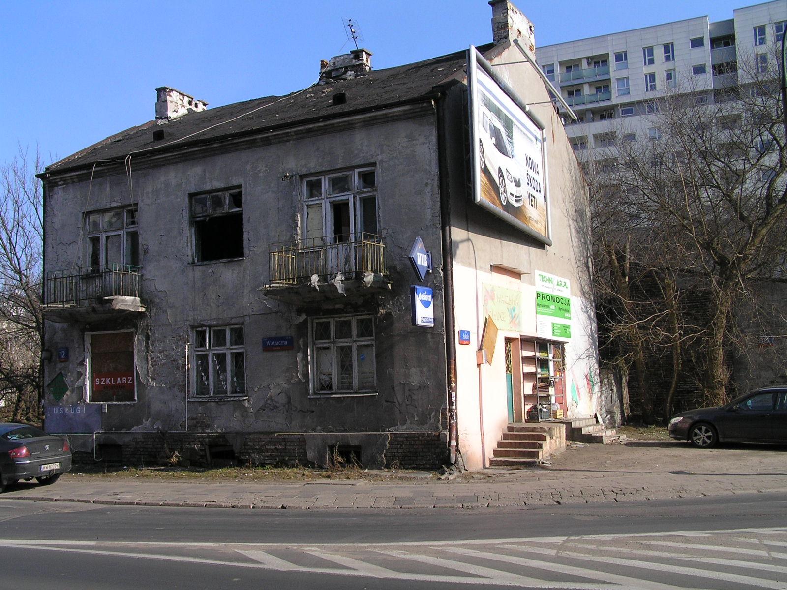 Budynek przy Wiatracznej 12 na Grochowie