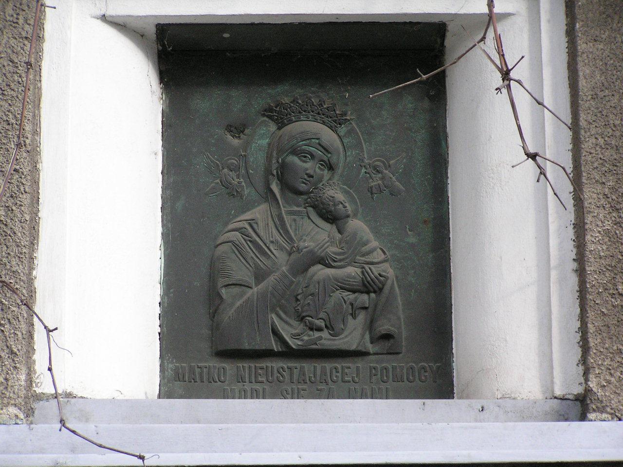 Płaskorzeźba Matki Boskiej - Grenadierów 30