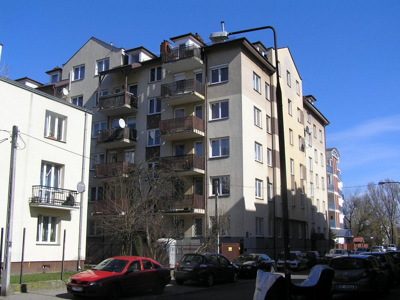 Budynek przy ulicy Paca 6 na Grochowie